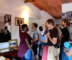 Johannesburg (South Africa): Opening ceremony of the Nelson Mandela Condolence Books Exhibition