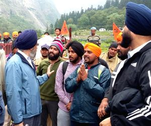 Joshi Math: Stranded pilgrims of Hemkunt Saib rescued
