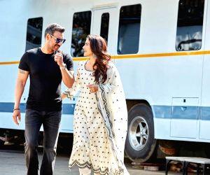 Kajol turns 46: Hubby Ajay, sister Tanisha pen wishes
