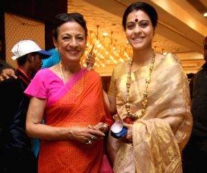 kajol-with-mother-tanuja-at-the-north-bombay