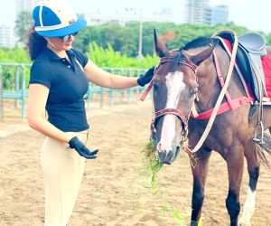 Kangana Ranaut spends her mornings with her horse 'Lightening'