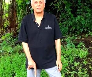 Free Photo: Kangana's team alleges Mahesh Bhatt threw chappals at her, called her 'mad