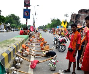 Kanwariyas on  G T Road