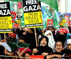 Pakistan activists from the Jamaat-e-Islami party take part in a pro-Palestinian demonstration against Israel's military campaign