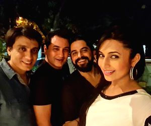 Karan Patel celebrates birthday with wife, friends