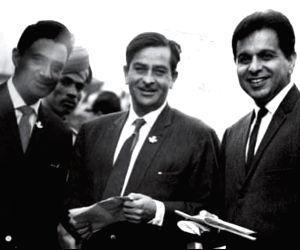 Karisma Kapoor posts throwback photo of the legendary trio (Photo: KARISMA KAPOOR / INSTAGRAM)