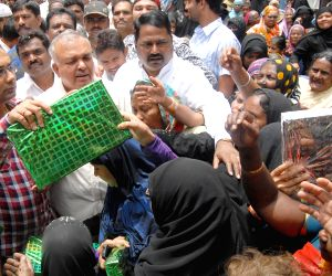 Karnataka cabinet ministers distribute new clothes to Muslims