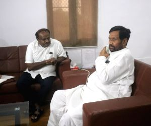 Karnataka CM meets Ram Vilas Paswan