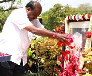 Karnataka Chief Minister H. D. Kumaraswamy pays tribute to Former Prime Minister Jawaharlal Nehru on his death anniversary at Vidhana Soudha in Bengaluru, on May 27, 2018.