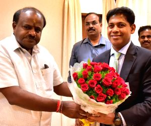 Karnataka CM meets Boeing India officials