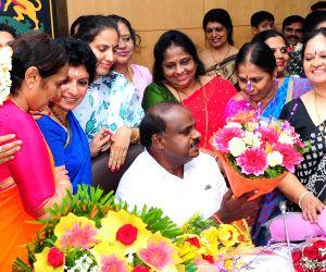 Woman entrepreneurs meet Karnataka CM Kumaraswamy