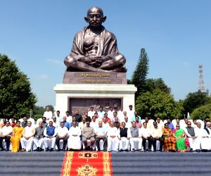 Siddaramaiah with the retiring legislators