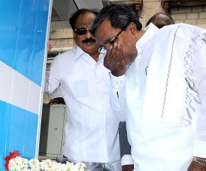Karnataka CM inaugurates Pure drinking water units