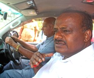 HD Kumaraswamy appear before SIT