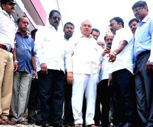 Karnataka Transport Minister inspects Peenya industrial area