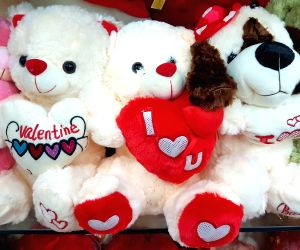 Know your Valentine's Love Horoscope and Ideal Zodiac Gifts