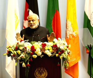 Kathmandu (Nepal): Opening session of the 18th SAARC summit