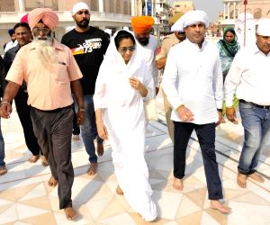 Vinod Khanna's family at Golden Temple