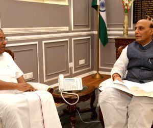 Kerala Chief Minister Pinarayi Vijayan calls on Union Defence Minister Rajnath Singh, in New Delhi on Oct 1, 2019.