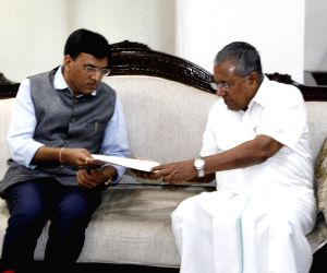 Kerala Chief Minister Pinarayi Vijayan meets Union MoS Shipping (Independent Charge) and Chemicals and Fertilizers Mansukh L. Mandaviya, in New Delhi on July 30, 2019.