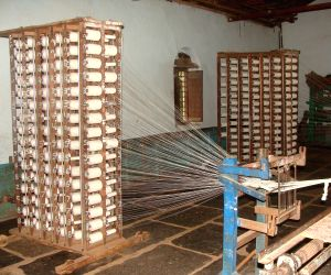 Khadi industry likely to cross Rs 10k cr turnover in 5 yrs