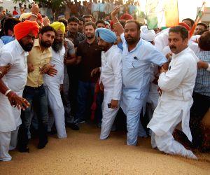 Rahul Gandhi visits Khanna Mandi