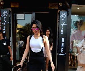 Shanaya Kapoor, Khushi Kapoor seen at Bandra