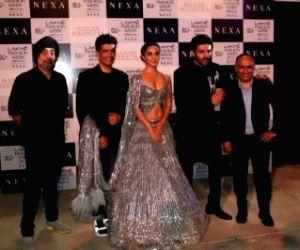 Kiara Advani, Kartik Aryan turn showstoppers for Manish Malhotra