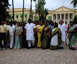 BJP delegation meets WB Governor
