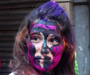 Foreigners play holi on Kolkata streets