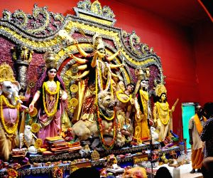 Community feasts, pandal hopping mark Mahanavani in Bengal