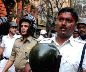 Police lathi charge SUCI activists