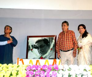 Sharmila Tagore, Soumitra Chatterjee pay tribute to  Satyajit Ray