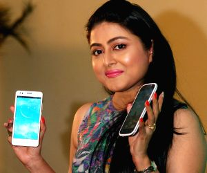 Gargi Roy Chowdhury launches a smartphone