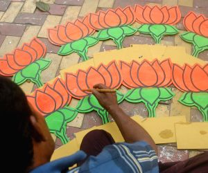 An artist busy making political symbols ahead of KMC polls