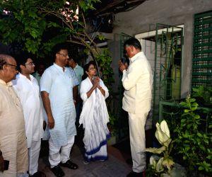 Chandrababu Naidu reaches Kolkata to meet Mamata
