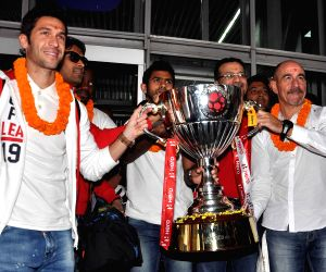 ISL team arrives in Kolkata with ISL trophy