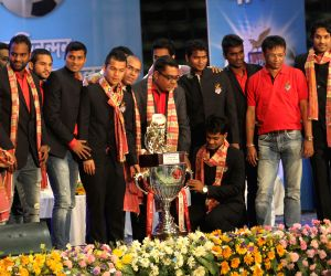 CM Mamata Banerjee felicitates the team members of Atletico de Kolkata