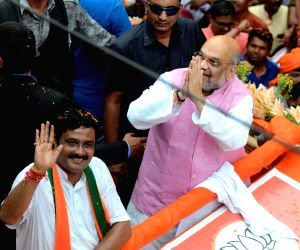 Amit Shah paints Kolkata saffron with road show
