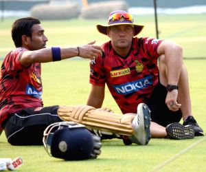 Kolkata Knight Riders' head coach Jacques Kallis with the team's player Robin Uthappa during a practice session in Kolkata, on April 16, 2019.