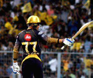 Gill, Russell propel Kolkata to 178/7 against Delhi