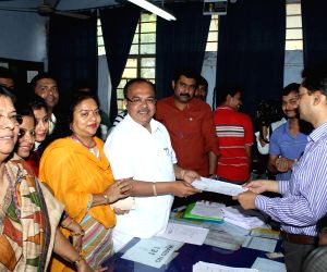Kolkata Mayor files nomination papers for KMC elections