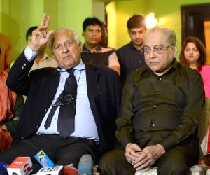 Pakistan Cricket chief Shahryar Khan meets Jagmohan Dalmiya