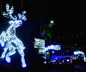 Park Street decked up on Christmas