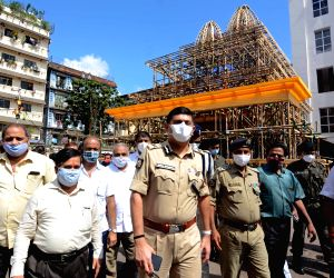 Kolkata Police Commissioner visits Durga Puja pandals to inspect precautionary measures against COVID-19