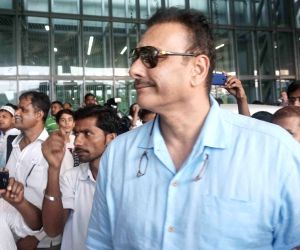 Virat Kohli, Shikhar Dhawan arrive at Kolkata Airport