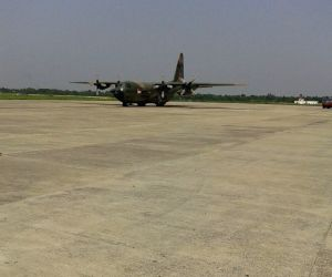 Singapore Air Force aircraft makes emergency landing at Kolkata airport