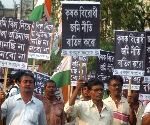 Trinamool  demonstration against the land acquisition law