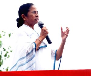 Will fight LS polls alone in Bengal: Mamata