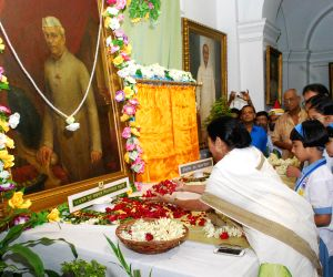 WB CM pays tribute to Pandit Jawaharlal Nehru